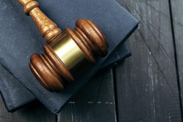 image-wooden-judge-hammer-notepad_93675-76667
