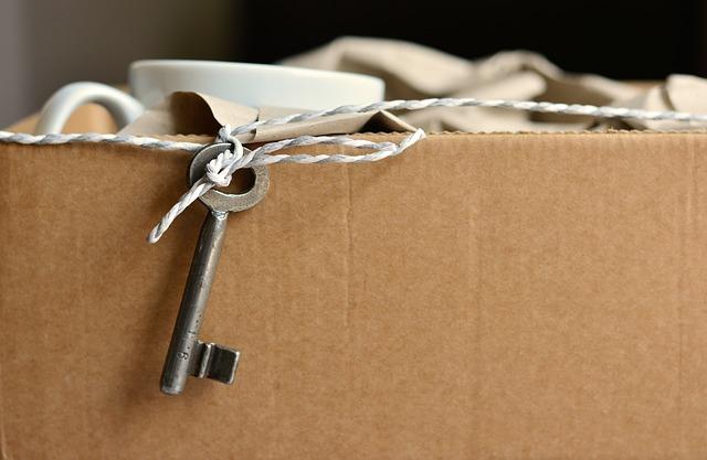 klíč a balík