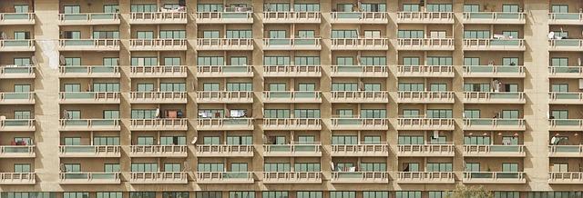 balkony na budově