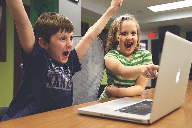 Deti za Notebook-om.jpg