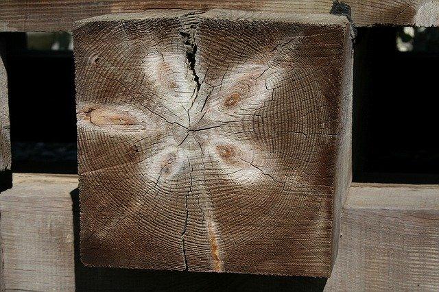 drevený klád.jpg